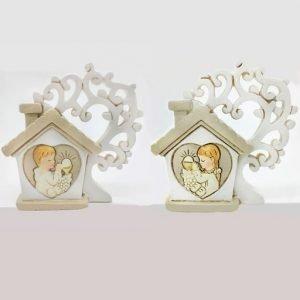 Bomboniera prima comunione albero della vita a forma di casetta con albero in resina: all'interno della casetta sono raffigurati simboli prima comunione calice con ostia.