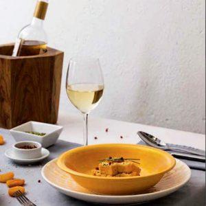 Servizio di piatti Drops Tognana realizzati in porcellana. Servizio composto da 18 pezzi, utilizzabili in microonde, lavabili in lavastoviglie.