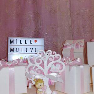 Bomboniera Albero della Vita bimba realizzata in resina bianca e rosa ideale per battesimo