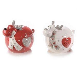 Set barattolini renna Natale realizzati in ceramica con decoro cuore in rilievo. Graziosa idea regalo o per addobbare con un tocco di colore le vostre case durante le festività natalizie. Il prezzo si riferisce al set di due barattolini. Misura: 11x8,5x8,7 cm.