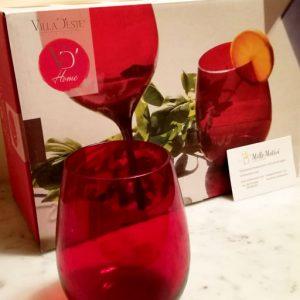 Set sei bicchieri acqua di colore rosso Villa d'Este, fantastici bicchieri Happy Hour realizzati in vetro da una coppa ampia e arrotondata. Il vetro dona alla tavola la sua nota più raffinata, i cromie svelano il carattere contemporaneo.