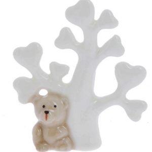 Orsetto albero della vita realizzato in porcellana. Ideale per nascita, battesimo, compleanno. Misura: 6,5x7,5 cm.