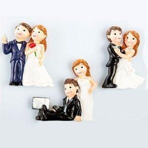 Bomboniere magneti sposi realizzati in resina, idea originale per il tuo matrimonio. Assortiti in tre varianti per simpatiche bomboniere