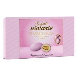 Confetti classici rosa Maxtris con mandorla tostata avvolta da un primo strato di cioccolato fondente e da un secondo strato di cioccolato bianco, il tutto ricoperto da un sottile strato di zucchero. Prodotto senza glutine. Confezione da 1 kg, circa 160 pezzi.