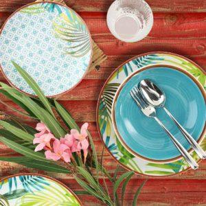 Servizio di piatti Jungle Tognana realizzati in porcellana. Servizio composto da 18 pezzi: 6 piatti piani (diametro 27 cm), 6 piatti fondi (21 cm), 6 piatti dessert (19.50 cm).