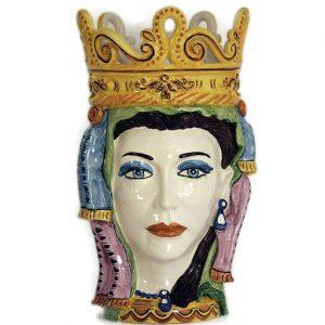 Testa di moro donna ceramica regina realizzata in ceramica di Caltagirone. Il vaso è interamente decorato a mano. I colori possono differire leggermente dall'immagine illustrata. Misura: 48 cm.