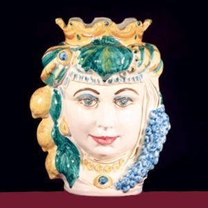 Testa di moro donna realizzata in ceramica di Caltagirone. Vaso interamente decorato a mano. Misura: 30 cm.