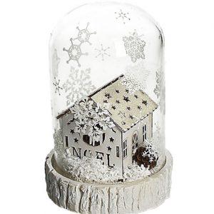 teca con casetta natalizia e neve
