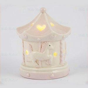 Bomboniera battesimo giostra rosa con cavalli realizzata in porcellana. Led interno, si accende tramite un tasto presente al di sotto.