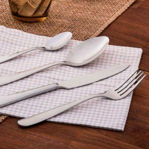 Servizio 24 posate Tognana collezione Antony realizzate in acciaio. È perfetto per chi desidera portare a tavola anche nella quotidianità stile, raffinatezza e alta qualità.