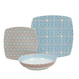 Servizio di piatti Post Tognana realizzati in porcellana. Servizio composto da 18 pezzi: 6 piatti piani (diametro 27 cm), 6 piatti fondi (20.50 cm), 6 piatti dessert (20 cm). Utilizzabili in microonde, lavabili in lavastoviglie.