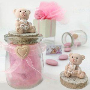 Barattolini bomboniere nascita bimba e battesimo decorati con applicazione di orsetti sul tappo e nastrino rosa al collo del barattolo vetro, con cuoricino.