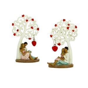 Bomboniera matrimonio Coppia sposi seduti con albero della vita decorata con cuori realizzata in resina. Nuova collezione di bomboniere Albero della vita 2019.