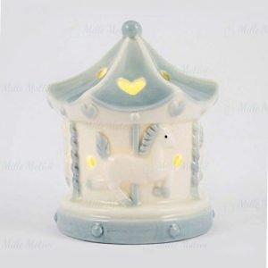 Bomboniera battesimo giostra con cavalli realizzata in porcellana celeste. Led interno, si accende tramite un tasto presente al di sotto.