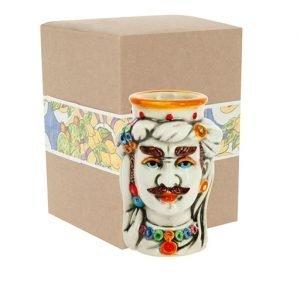Testa di moro uomo orientale realizzata in ceramica decorata dipinta a mano. Compreso nel prezzo vi regaliamo la scatolina. Bomboniera tipica in stile siciliano. La testa di Moro. Una bomboniera classica e moderna allo stesso tempo, elegante e chic.