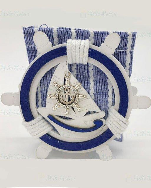 Portaconfetti tema mare composti da una scatola in legno bianca e blu a forma di timone