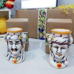 Testa di moro donna orientalerealizzata in ceramicadecorata dipinta a mano. Compreso nel prezzo vi regaliamo la scatolina.