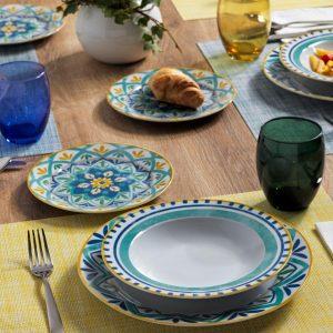 Servizio di piatti Alhambra Tognana realizzati in porcellana con decori estivi e vivaci. Servizio composto da 18 pezzi: 6 piatti piani (diametro 27 cm), 6 piatti fondi (22 cm), 6 piatti dessert (20 cm). Utilizzabili in microonde, lavabili in lavastoviglie.