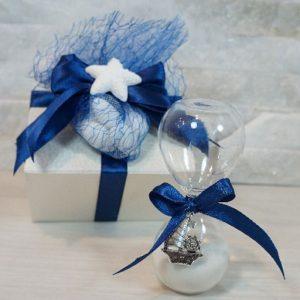 Bomboniera Clessidra barchetta realizzata in vetro soffiato. Ideale per essere utilizzata per eventi: Comunione, Cresima.