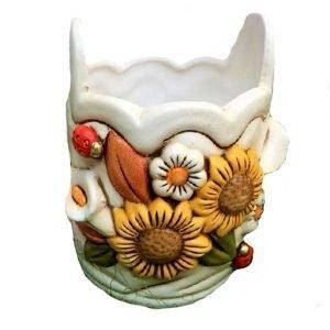 Porta utensili in capodimonte con decoro a fiori. Grazie al design semplice e colorato si adatta a ogni tipo di ambiente e di cucina, ideale per portare colori e freschezza della primavera dentro casa.