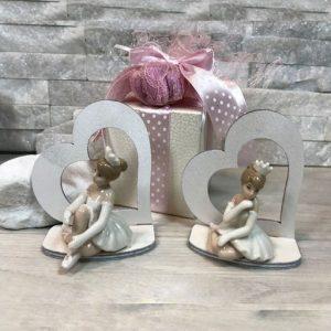 Bomboniere ballerine su cuore, eleganti statuette in porcellana ideali per realizzare bomboniere battesimo, comunione femminuccia.