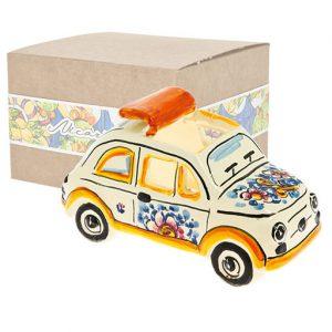 Bomboniera fiat 500 splendido modellino realizzato in ceramica decorata dipinta a mano. Compreso nel prezzo vi regaliamo la scatolina.