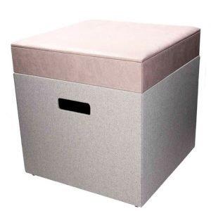 Pouf contenitore mood della linea URBAN. Il pouf contenitore è il complemento d'arredo perfetto per ogni ambiente; dalle linee semplici e dal decoro colorato e sobrio