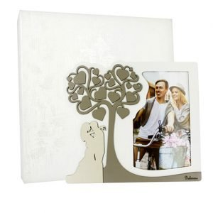 Portafoto sposi con albero della vita realizzato in legno tortora. Bellissimo significato di amore vita e famiglia, ideale per lasciare un ricordo indelebile nei vostri invitati. Ideale per bomboniera Matrimonio.