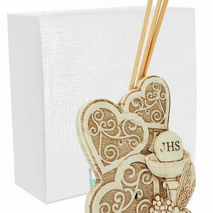 Profumatore tre cuori comunione, realizzato in resina. Bellissimo significato di amore vita e famiglia, ideale per lasciare un ricordo indelebile nei vostri invitati.