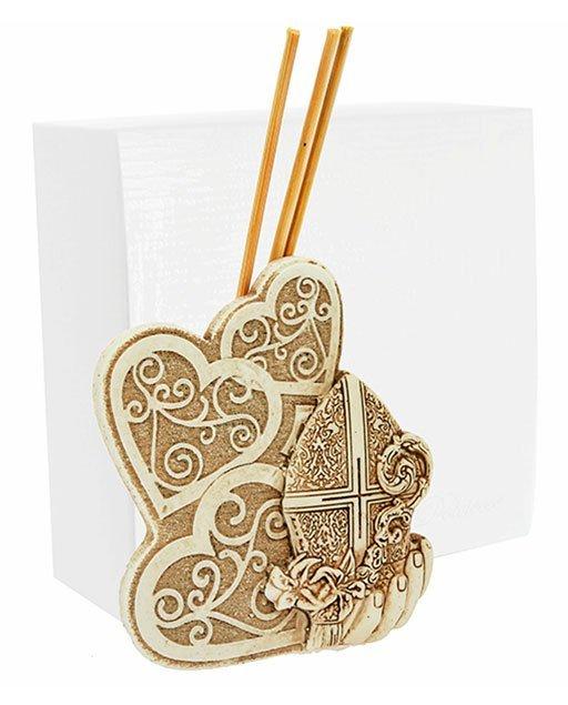 Profumatore tre cuori cresima, realizzato in resina. Bellissimo significato di amore vita e famiglia, ideale per lasciare un ricordo indelebile nei vostri invitati.