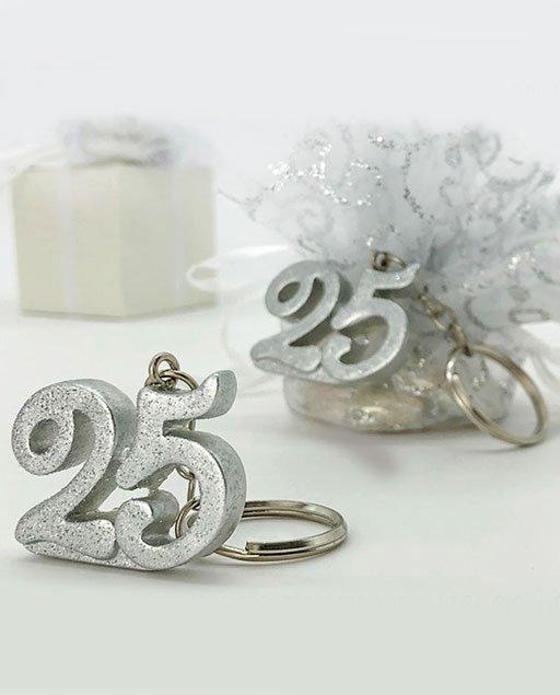 Bomboniere Per 25 Matrimonio.Portachiavi 25 Anniversario In Resina A Forma Di Numero 25