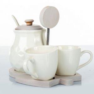 Servizio Zuccheriera con tazzinecompleta di due tazzine realizzata in porcellana.La bomboniera è indicata per chi desidera che il fascino sia sempre il protagonista di tutti gli eventi.