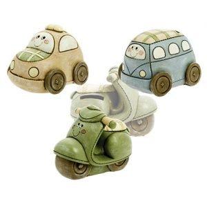Salvadanaio veicoli allegri colorati realizzati in resina in 3 diversi soggetti. Ideali bomboniere per nascita , battesimo e compleanno.