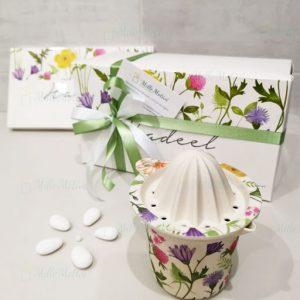 Spremiagrumi, realizzato in fibra di bamboo decorata con fantasia a fiori. Proposta bomboniere utili,