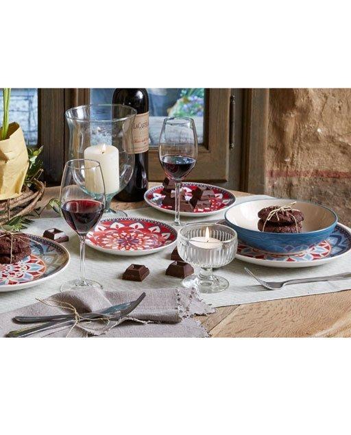 Servizio di piatti Cannella Tognana realizzati in porcellana. Tavola originale con decoro arabesque colori decisi per una mise en place dalle sensazioni caldi e avvolgenti