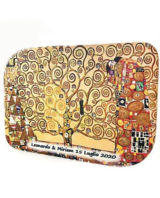 Albero della vita klimt quadro realizzato in legno con rivestimento in pelle. La stampa è impreziosita da glitter oro, posti sui rami dell'albero. Può essere personalizzata con stampa del nome del bambino/a e data dell'evento.