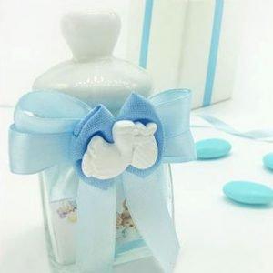 Barattolino in vetro con tappo in ceramica bianca con cuore, dotato di guarnizione in silicone per una chiusura ermetica. Il barattolo vetro è decorato da un doppio fiocco in raso