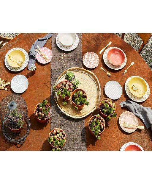 Servizio di piatti Gea Tognana realizzati in porcellana. Mille combinazioni per una tavola ricercata e originale, colori caldi e morbidi