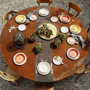Servizio di piatti Gea Tognana realizzati in porcellana. Usare sempre lo stesso servizio ti annoia? Con Gea puoi cambiare la tua tavola ogni giorno, creando nuove e inedite combinazioni di decori e colori caldi e morbid
