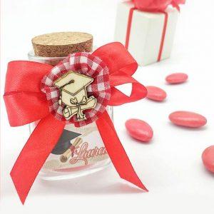 Barattolino in vetro con tappo in sughero decorato con l'applicazione di un fiocco doppio in raso rosso