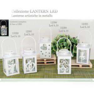 Lanterne artistiche realizzate in metallo di colore bianco con luce Led. Disponibili in diversi modelli come illustrato in foto. Sono adatte per Comunione, Cresima, Matrimonio.