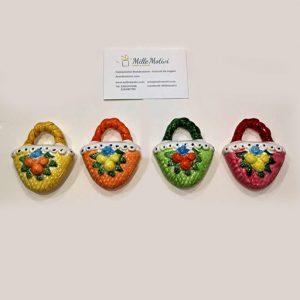 Bomboniera Coffa siciliana, realizzata in ceramica, assortita con caratteristici decori siciliani.