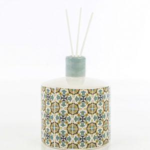 Bomboniera profumatore maiolica, realizzato in fine porcellana. Elegante profumatore con decorazione barocco.