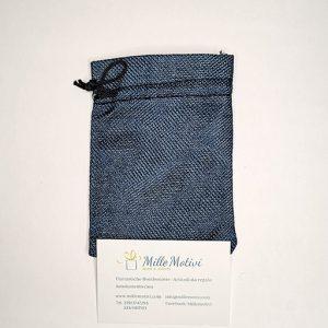 Sacchetto con tirante realizzato in juta blu, ideale per realizzare con semplicità e creatività.
