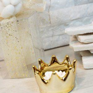 Bomboniera Corona realizzata in porcellana bianca e dorata a forma di Corona reale da profumare. Assortiti in due colori come dimostrato in foto.