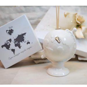 Bomboniera profumatore mappamondo.Il planisfero realizzato porcellana e vetro. Bomboniera ideale per chi ama viaggiare.