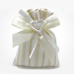 Sacchetto a righe color avorio con gessetto a forma di cuore. All'interno 5 confetti al cioccolato con bigliettino personalizzato
