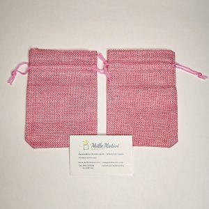 Sacchetto con tirante realizzato in juta rosa, ideale per realizzare con semplicità e creatività.