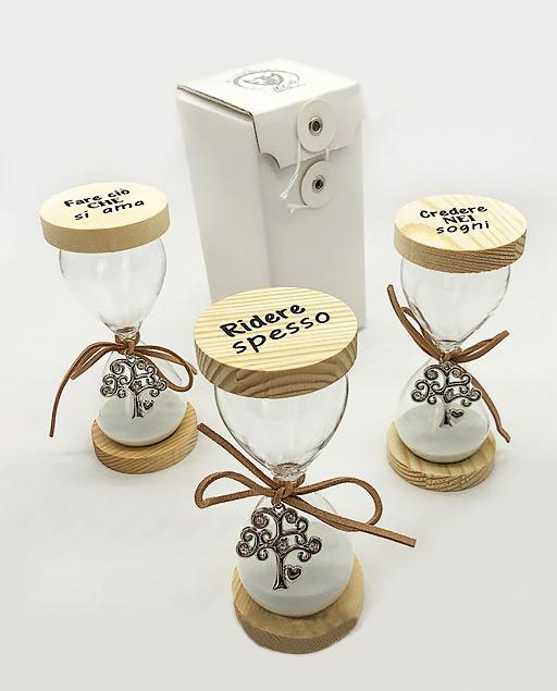 Clessidra Albero della vita, realizzate su base rotonda in legno,decorate con tre frasi: 1. Ridere spesso2.Credere nei sogni3.Fare ciò che si ama