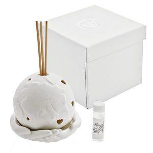 Bomboniera profumatore mondo con mani.Il planisfero realizzato in porcellana. Incluso nel prezzo: fragranza, bastoncini, scatolina originale.